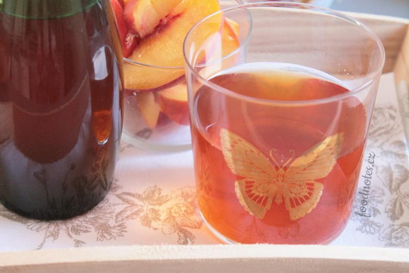 Domácí broskvový ledový čaj - recept