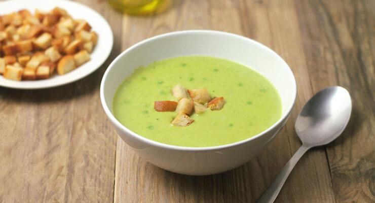 Jednoduchá domácí hrášková polévka (recept)