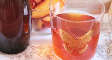 Domácí ledový broskvový čaj
