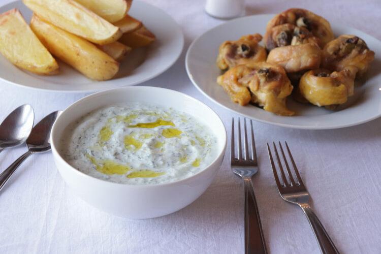 Jednoduchý recept na tzatziki z řeckého jogurtu s esenciálním olejem