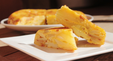 Domácí bramborová tortilla s cibulí, recept
