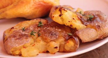 Jednoduchý recept na rozmáčklé brambory z trouby