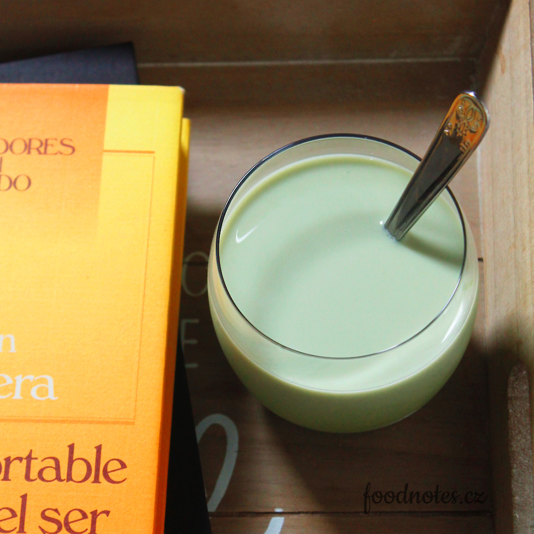 Recept na domácí ledový matcha nápoj s mlékem a na matcha latte