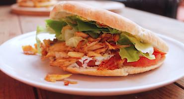 Recept na domácí pita chleba plný zeleninou a masem