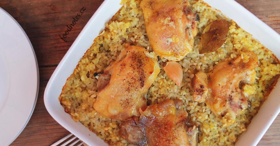 Recept na jednoduché pečené kuře s rýží z jednoho pekářku s kurkumou