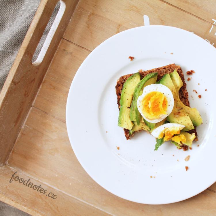 Nejjednodušší recept s avokádem - chleba s avokádem a vejcem