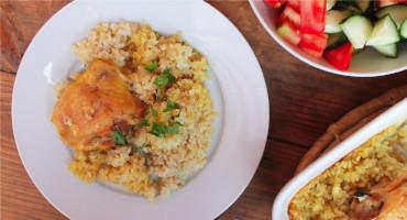 Kuřecí horní stehna pečená s rýží v jednom pekáčku