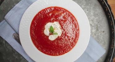 Jednoduchá polévka z pečených rajčat