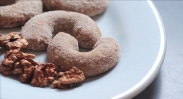 Domácí vanilkové rohlíčky z vlašských ořechů
