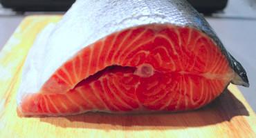 Jak vykostit celého lososa? A jak z něj připravit filety a kousky na sushi?