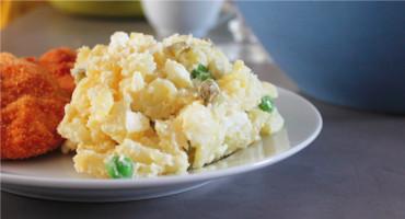 Zjednodušený brambororvý salát - recept bez kořenové zeleniny
