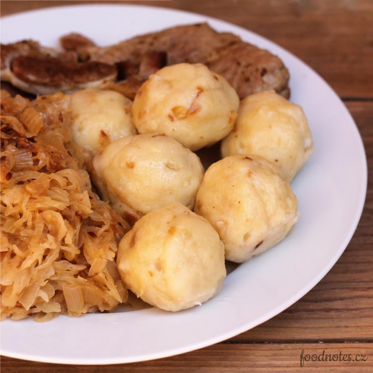 Jednoduché bramborové knedlíčky se smaženou cibulkou