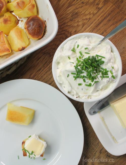 Jak jednoduše ochutit tvaroh k pečeným bramborům?