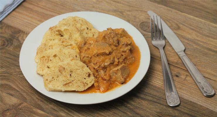 Jednoduchý recept na segedínský guláš (v papiňáku i bez něj)