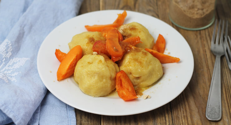 Sladké plněné knedlíky z bramborového těsta