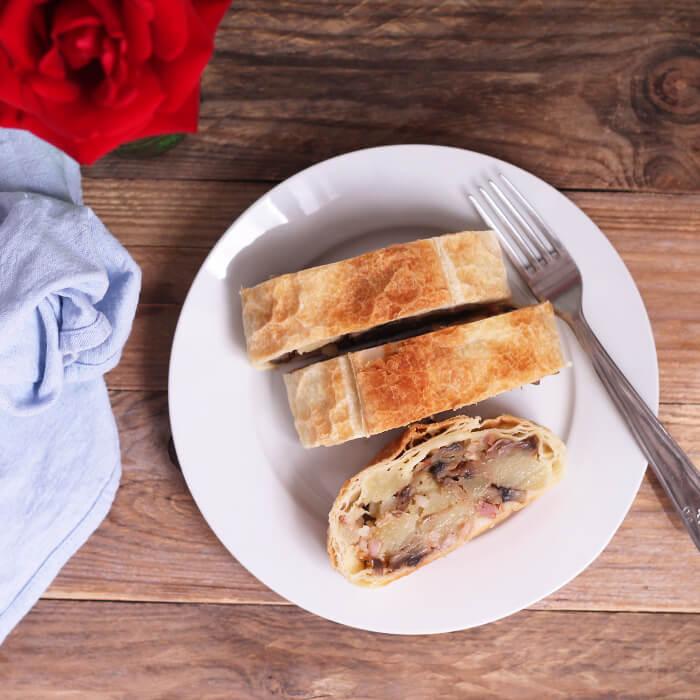 Slaný závin s bramborem, žampiony a slaninou - jednoduchý recept