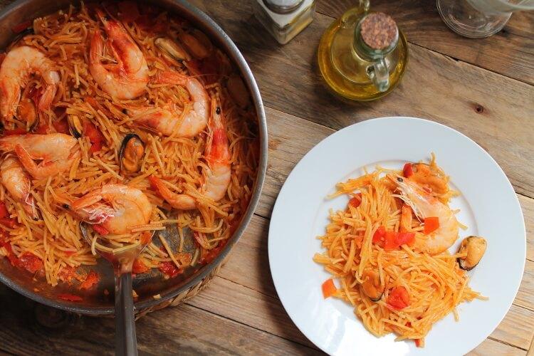 Fideuá, jednoduchý španělský recept s mořskými plody